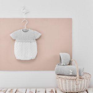 bebe moderno modelo gris bautizo
