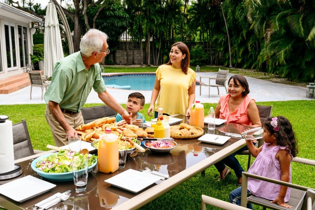 Comida en día de piscina con niños